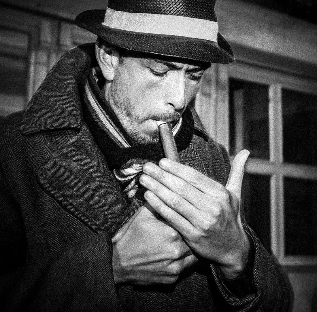Sjraar rookt een sigaar